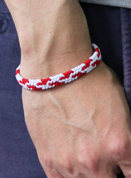 コランコランFita 赤・白 腕に着けたイメージ