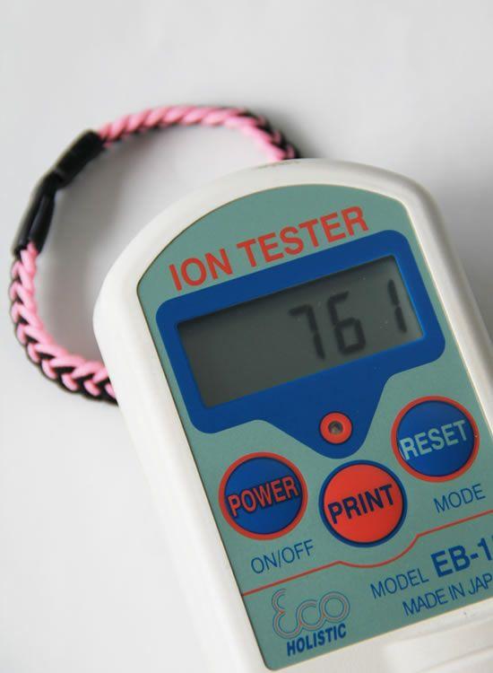 静電気除去ブレスレット コランコラン エスガード・Fita(フィタ)ブレスレット マイナスイオン測定