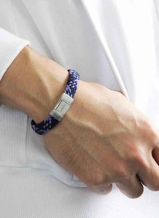静電気除去ブレスレット エスガードFita・Wide(ワイド)  紺×紫着用イメージ